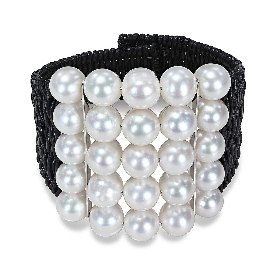 Wire bracelet with 25 beads of 9-10mm white round pearls with 2 silver bars in black leather cord